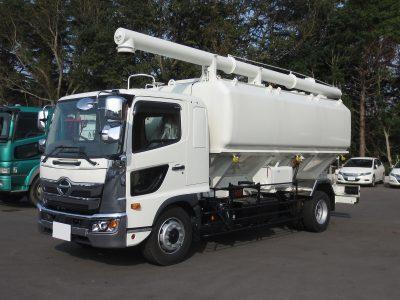 日野レンジャー増トンの飼料運搬車です。
